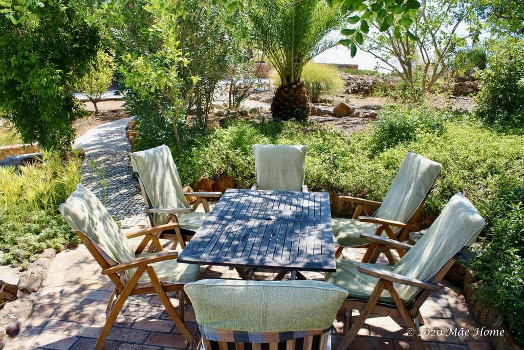 Property rental Algarve Quelfes Olhão -shaded terrace in garden